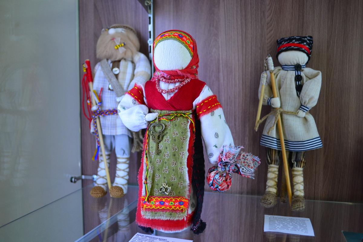 Выставка ЖИВУТ КУКЛЫ НА ДЕРЕВНЕ003