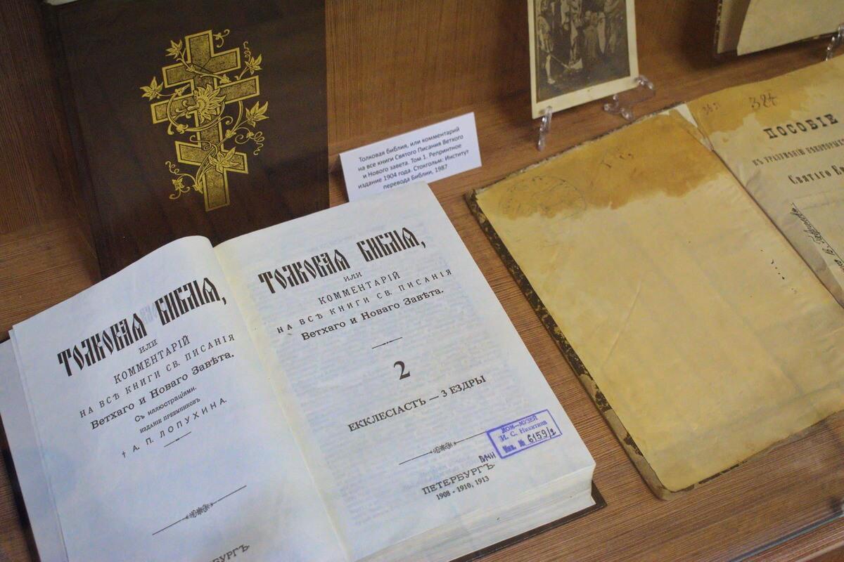 вЫСТАВКА ХРИСТИАНСКОЙ ЛИТЕРАТУРЫ006